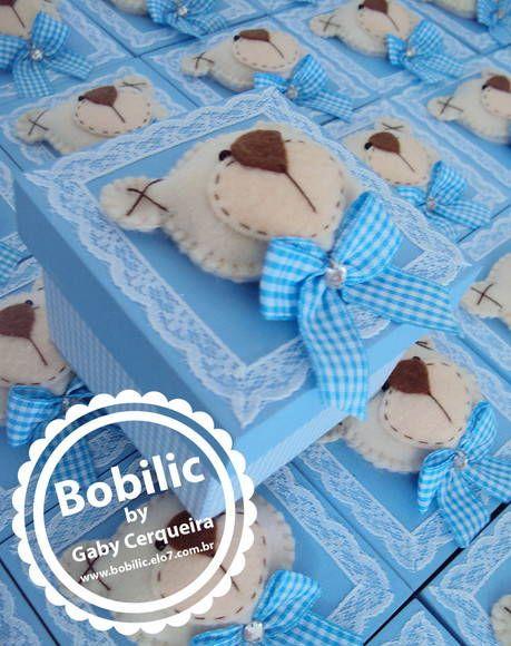 Caixa em MDF pintada e coberta com tecido 100%algodão com ursinho em feltro bordado no centro . Acompanha cartão personalizado ! Pedido mínimo 15 unidades. R$ 7,00