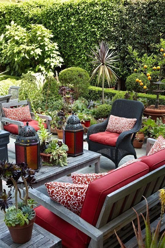 A charming patio filled with Redwood and Heather accents is a wonderful outdoor getaway.