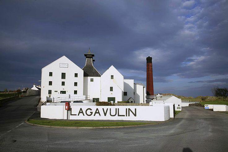 Lagavulin Distillery - Islay (© r.j.hirst by alba-collection.com)
