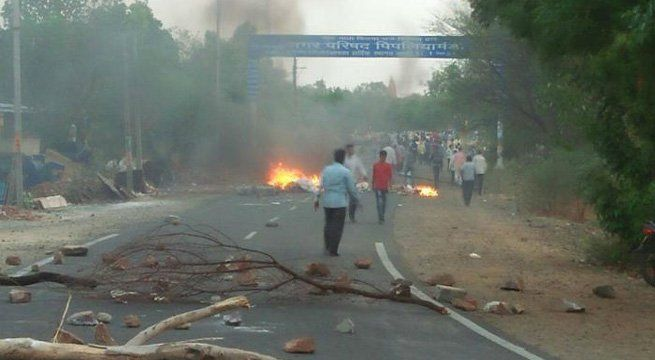 Bhopal: Madhya Pradesh's Mandsaur has turned a battleground on Thursday when the farmers raged protests for debt relief and better farm prices. Police subsequently opened fire which killed six farmers and injured several. Soon after the incident, hundreds of irate farmers torched two police...