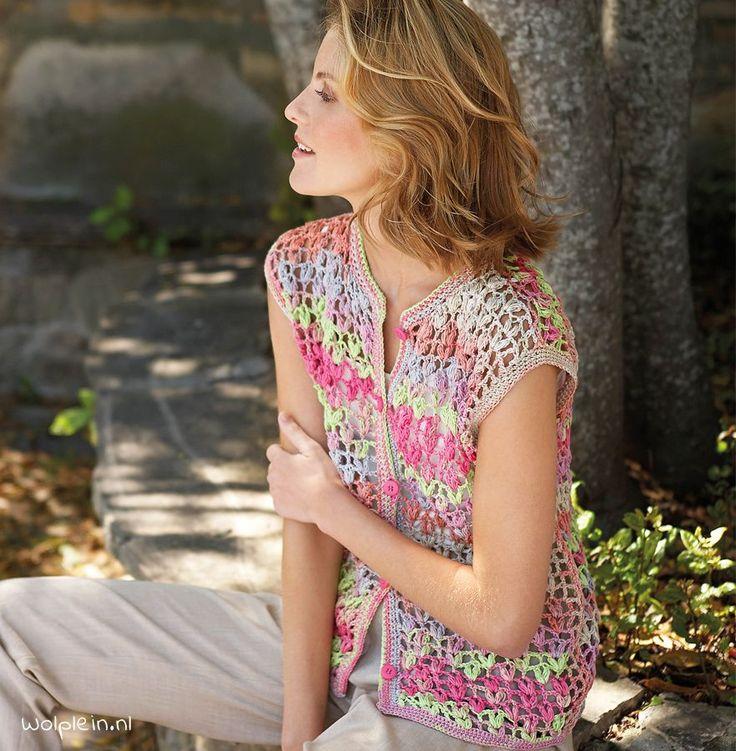 Een zomervest haken? Met dit leuke patroon haak je een mooi opengewerkt vestje van Katia Bombay. Ga aan de slag met het gratis patroon...