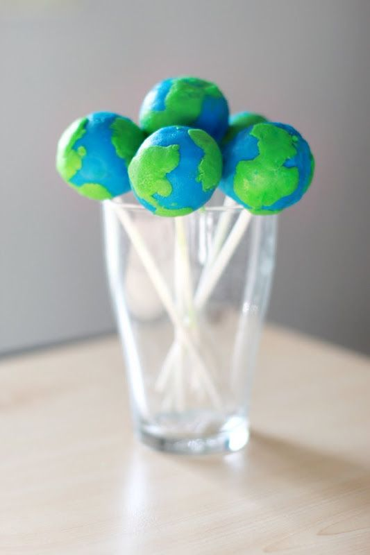 Earth Day Cake Pops by vanillaandlace #Cake_Pops #Earth_Day #vanillandlaceIdeas, Food, Parties, Earth Day Crafts, Earth Cake, Cake Pops, Planets Earth, Cake Pop Recipe, Earthday