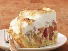 Leichtes Rhabarber-Baiser-Kuchen Rezept | EAT SMARTER