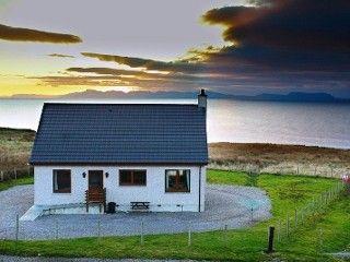 Rona.+Blick+auf+das+Meer,+Skye,+Harris,+Lewis.+Walbeobachtung.+Nordlichter.+++Ferienhaus in Gairloch von @homeaway! #vacation #rental #travel #homeaway