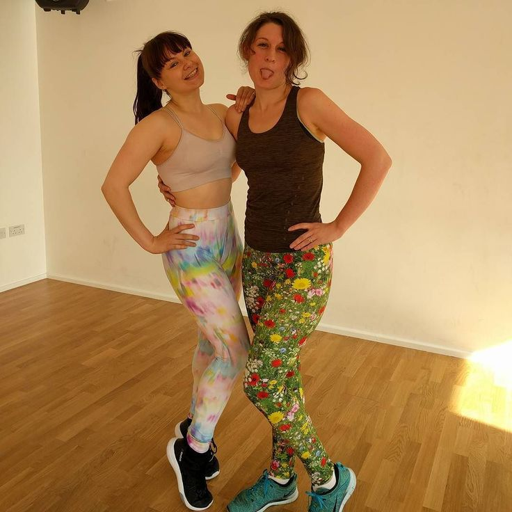 Virginia leggings by shionatregaskis // A special guest appearance by the one and only @lisannevs  for #mmmay16 day 27! This is after her Ass and Abs class this morning at @moveyourframe and it's a total highlight of my week  We're both wearing #virginialeggings in @funkifabrics Titan