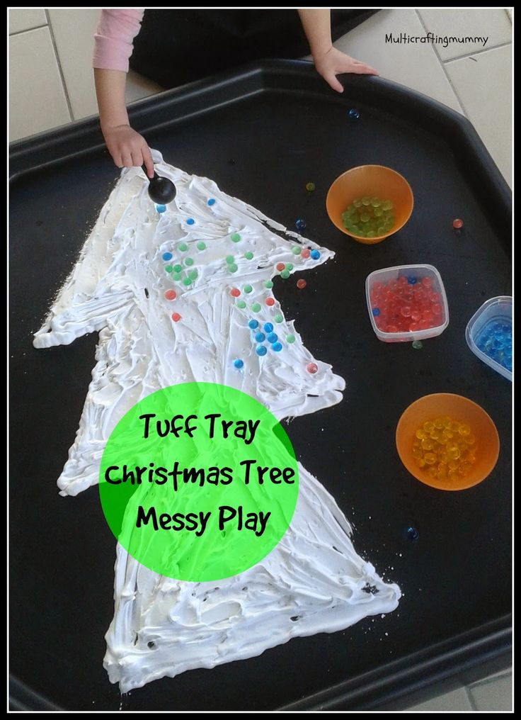 Christmas Tree Messy Play in a tuff tray using shaving foam and waterbeads. Great activity for toddlers and pre-schoolers.