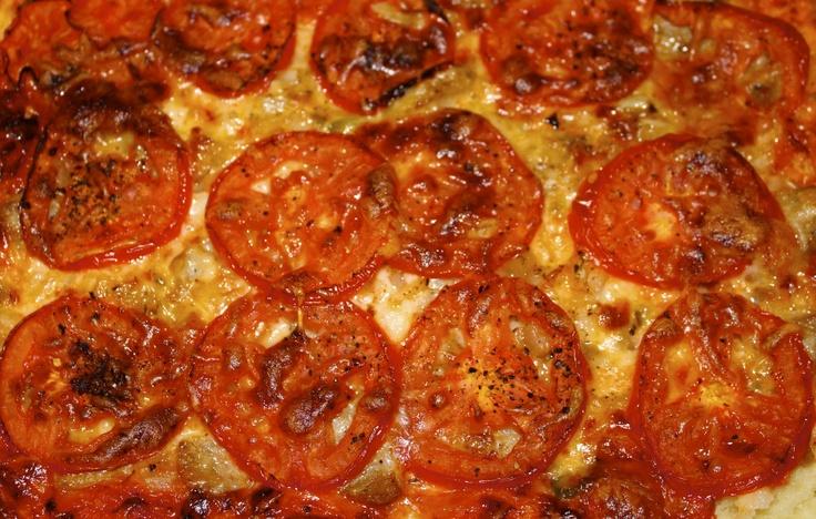 easy pizza 375'F 25min.  2 ingredient dough- greek yogurt=self rising flour (flour+baking powder+salt) / pizza sauce, cheese, italian Chicken sausage, finely chopped onion, serrano peper, sliced tomatos + salt + pepper + olive oil 12/11/2012