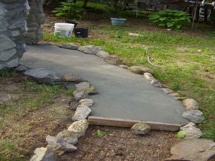 Best 25 concrete walkway ideas on pinterest stained for Cement garden paths