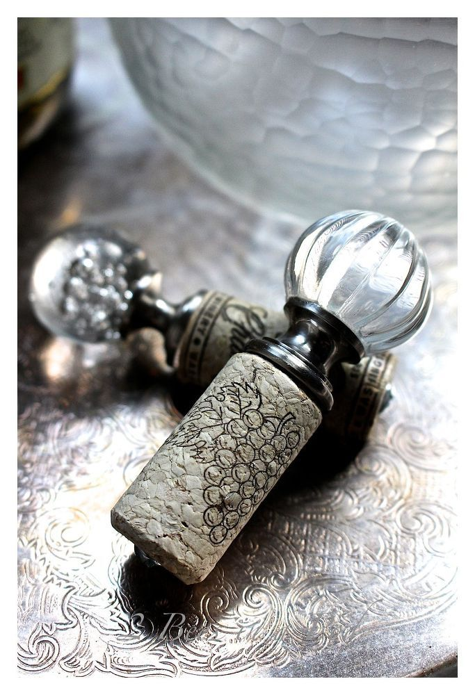 How+to+Make+Beautiful+Bottle+Stoppers+from+Wine+Corks+and+Drawer+Pulls
