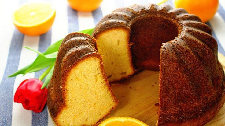 Babka pomarańczowa, to jak każda babka jeden z najważniejszych wypieków wielkanocnych. Babka pomarańczowa o nietypowej, nieco mokrej konsystencji i pięknym pomarańczowym zabarwieniu jest wyjątkowo smaczna i może stanowić piękną ozdobę wielkanocnego stołu