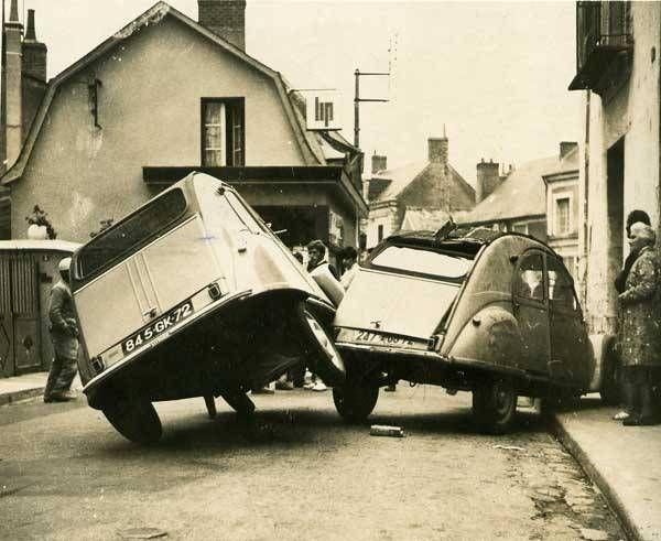 Accident entre deux 2CV