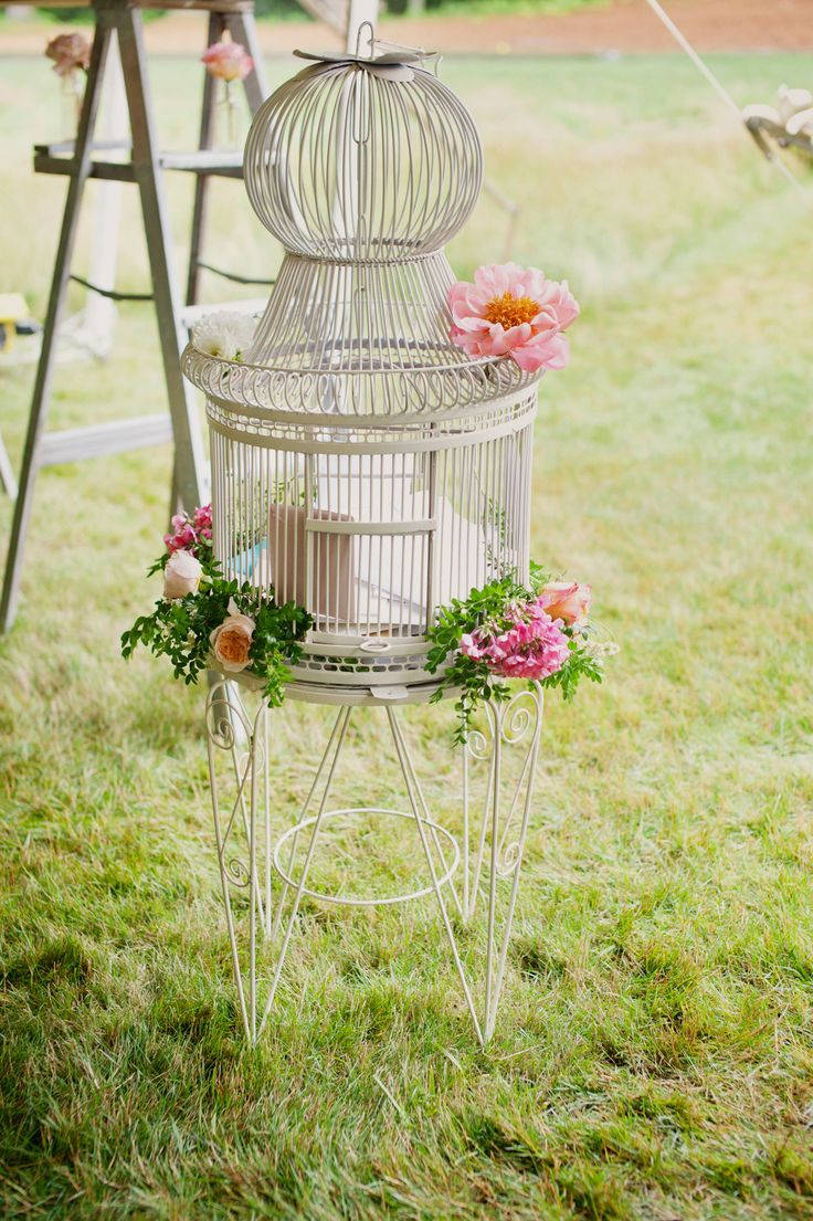 Photography: Shannon Grant Photography - shannongrantphotography.com  Read More: http://www.stylemepretty.com/2015/02/04/vintage-inspired-backyard-wedding-2/