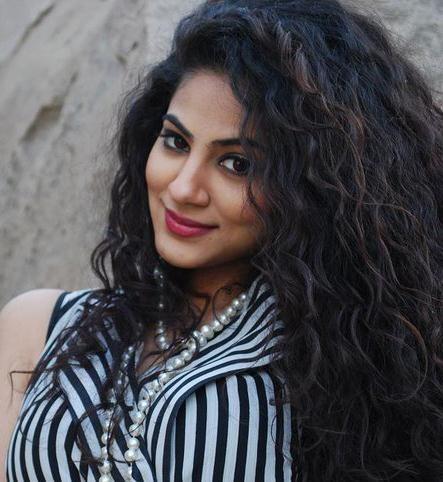 Annie Khalid | Gallery > Singers > Annie Khalid > Annie Khalid high quality!  Fab curls