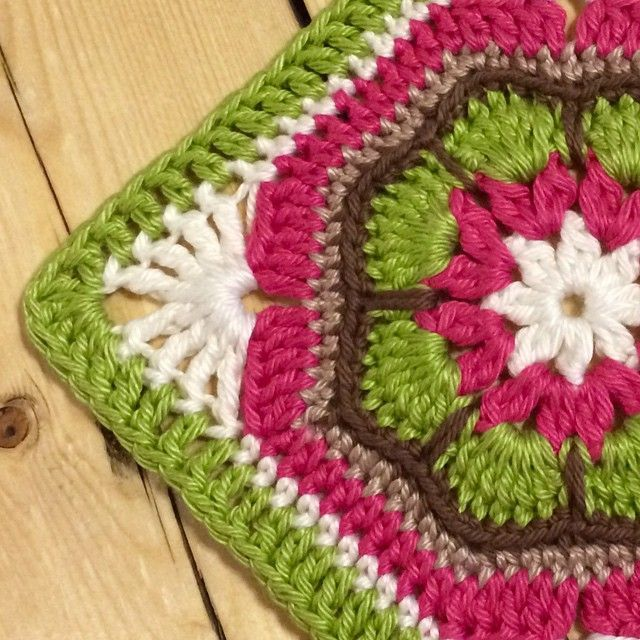 """""""Oops!! I did it again! I just love the African Granny Square.  Couldn't help myself had to make it again, one day I will make something from it.…"""""""