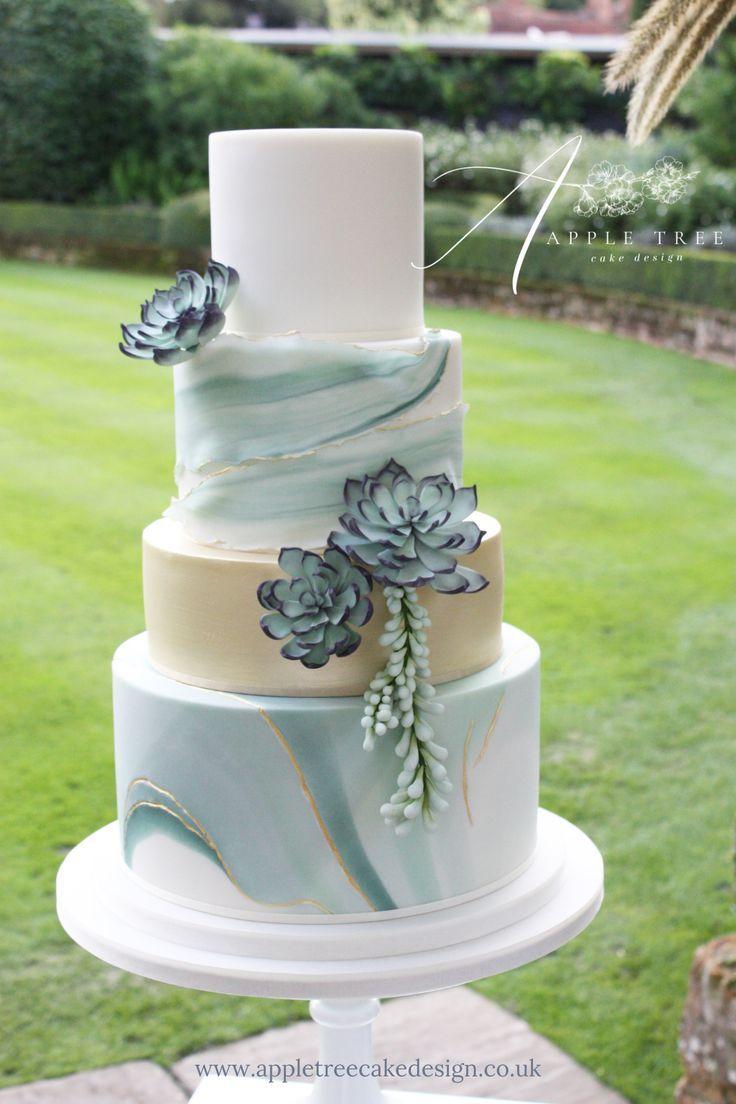 & # 39; Jade & # 39; Eine zeitgenössische Hochzeitstorte, dekoriert mit Zuckerblumen   – Sukkulenten