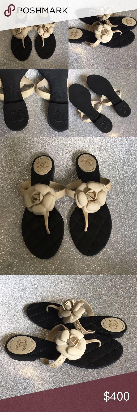 Women's Chanel flower thong flip flop Black thong flip flop and cream flower CHANEL Shoes Sandals