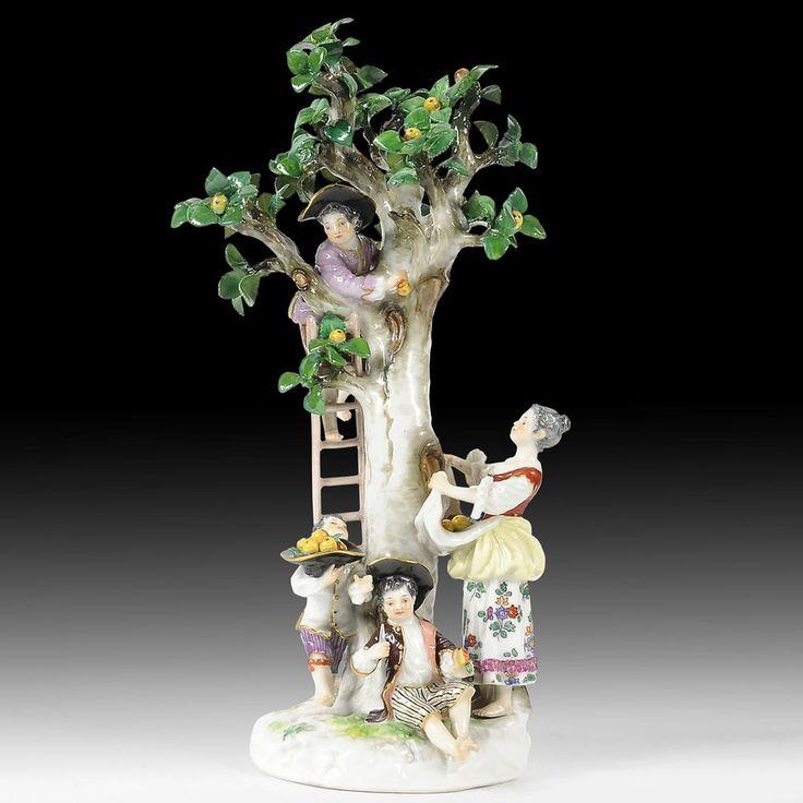 Meissen Porzellan Baumgruppe mit vier Figuren  Apfelernte , Modell-No. 1998
