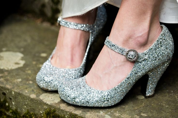 46 best Wedding dress accessories images on Pinterest   Bridal gowns