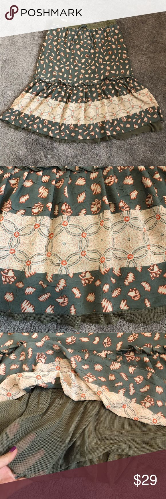 💕DIÉSEL skirt💕 💕Like New DIÉSEL skirt. 100 percent polyester. Pair it with a cute white T-shirt and jean jacket or dress it up with a blazer. Make me an offer.💕 Size 27. Diesel Skirts