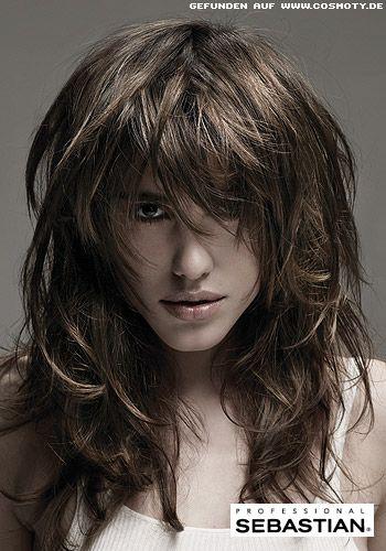 Lockerer Stufenschnitt mit definierten Strähnen - Frauen Frisuren-Bilder - COSMOTY.de