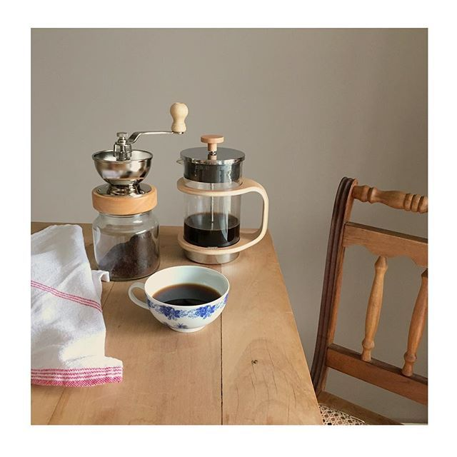 WEBSTA @ studiodalu - Bom dia com a cafeteira e moedor mais lindos! ☕️( mami trouxe de viagem pra mim!) Num são lindinhos?! #naminhacozinha #design #café #prensafrancesa #cozinhadeestar #chezlulu lembrei de vc @ninecopetti ... Vem tomar um cafezinho comigo!!!