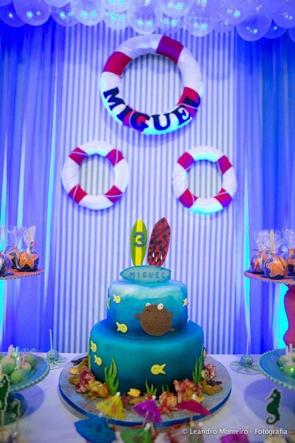 A festa infantil com temafundo do mar foi o escolhido para a festa de 3 anos do pequeno Miguel. No cenário tinha boias de salva vidas, peixinhos, estrelas do mar, snorkel, pés de pato, óculos de m…
