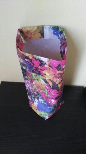 Z originálního papíru MAKE HAPPY lehce uděláte originální sáček či tašku MAKE HAPPY.