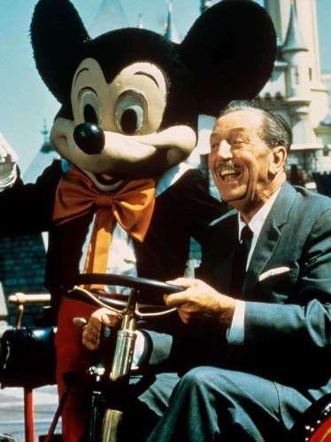 CAMBIO 4 - Walt Disney, Piensa en Frozen, Toy Story, Cars o Monsters Inc. Y luego piensa en Mickey Mouse, Bambi y El libro de la Selva. El impulso y la inspiración de Walt Disney cambiaron la cara del entretenimiento en el siglo XX y más allá, haciendo de los dibujos animados algo atractivo. Cuando Disney comenzó su primer largometraje de dibujos animados, a finales de la década de 1930, los críticos lo llamaron 'la locura de Disney', asumiendo que llevaría al estudio a la bancarrota.