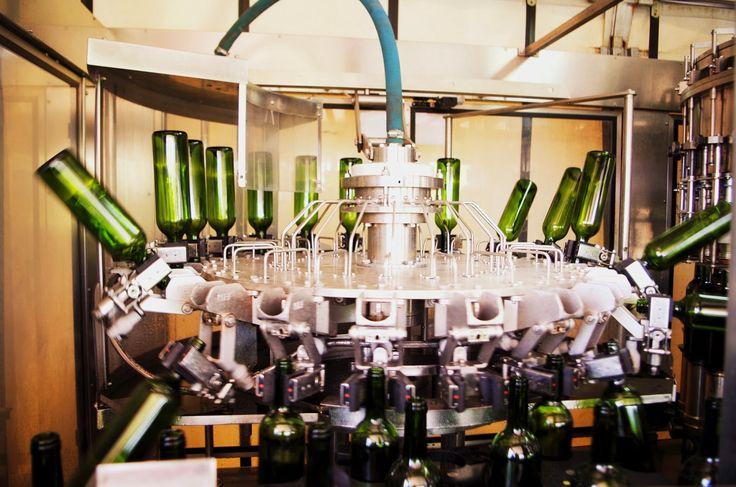 """""""Mis en bouteille au château"""" blog château de Chantegrive - bottling"""