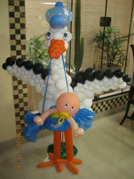 Esculturas e decorações - Cegonha trazendo Bebe