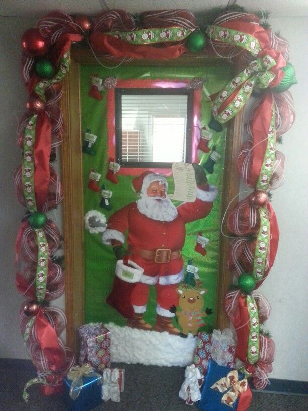 26 best christmas doors images on pinterest christmas for Door decoration xmas