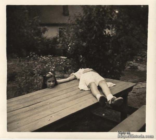 Un par de chicas recrean la leyenda de Horseman, el hombre sin cabeza (1920)
