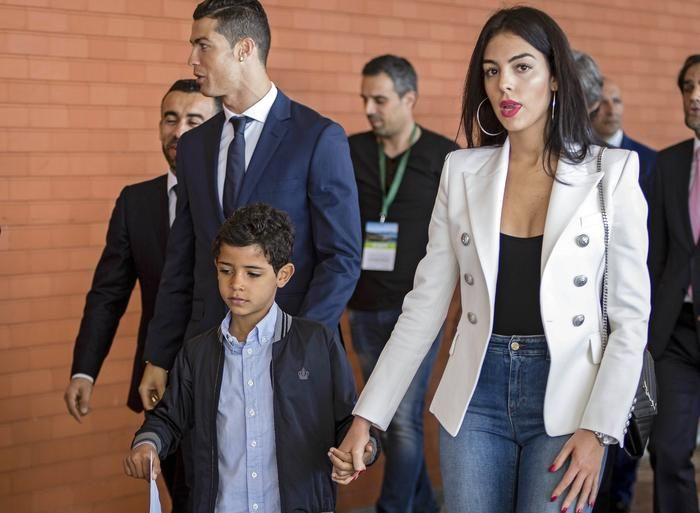 Ronaldo bans girlfriend from hosting parties at his house