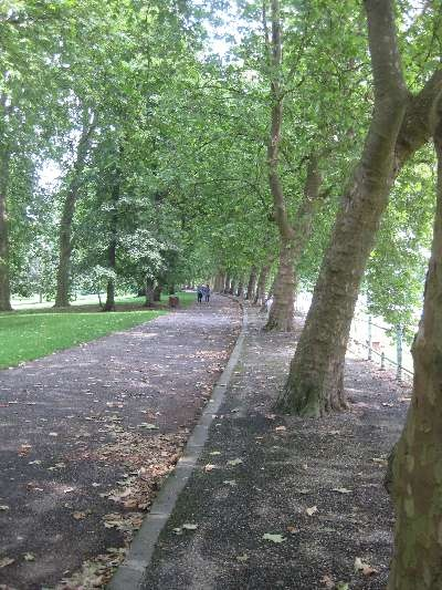 A Walk by the River -  Park Scene in Vichy  http://auvergne.angloinfo.com/#