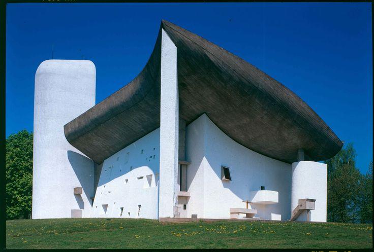 Chapelle notre-Dame du Haut, View from the outside altar Copyright: © FLC/ADAGP