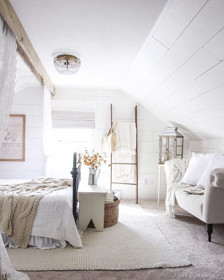 Delightful Carpeted Bedroom   A Beautiful Farmhouse Bedroom Decorated With Simple  Touches Of Fall!
