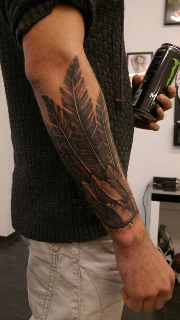 estilos de tatuajes para hombres de plumas