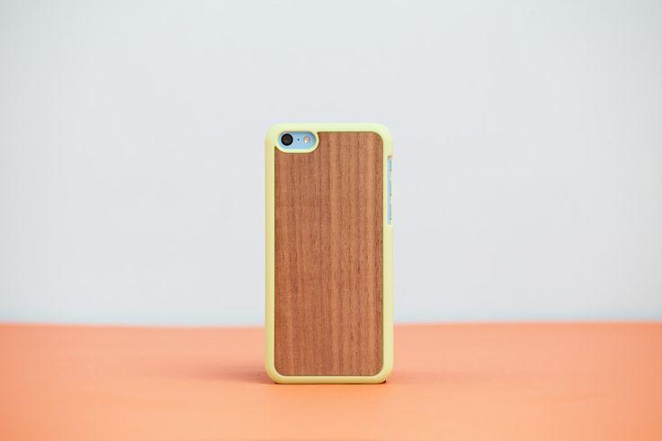 Cover iPhone 5c Green - Walnut // Wood'd #woodd