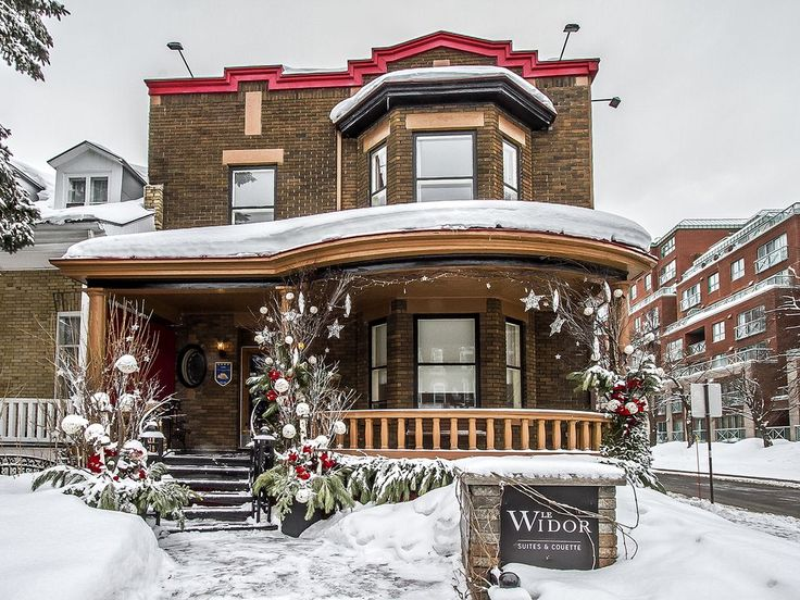 Dating back to 1929 and carefully maintained. This cozy B & B is valued for its capacity (14 people). Our guests have access to 6 bedrooms (7 beds), kitchen, dining-room, laundry, wifi, TV (in each room), lounge, ...