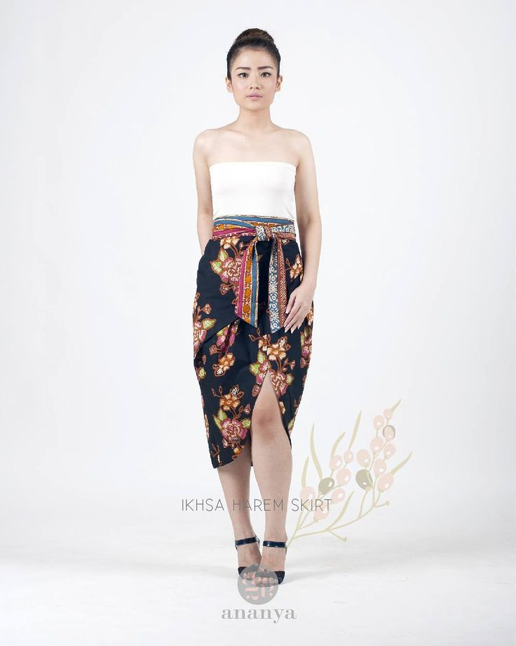 """Ikhsa"" harem batik tulis skirt in black with flower patterns.  Size? Color? Stock? Or any other inquiries please contact us via WA.  #batikpremium #premiumbatik #batikindonesia  #batikmodern #modernbatik #batikdress by ananyabatikbyameliakartikasari"