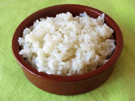 Trucos para que el arroz blanco salga suelto