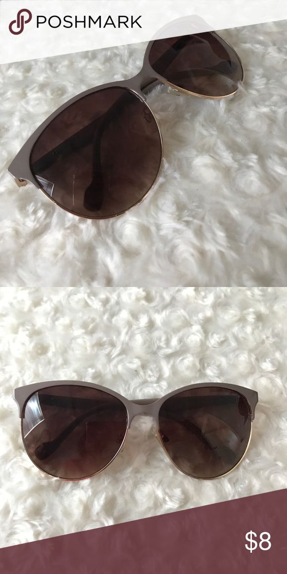 beige framed kitty style sunglasses these cute sunglasses work with any outfit especially with the neutral frame color in excellent condition Jessica Simpson Accessories Sunglasses