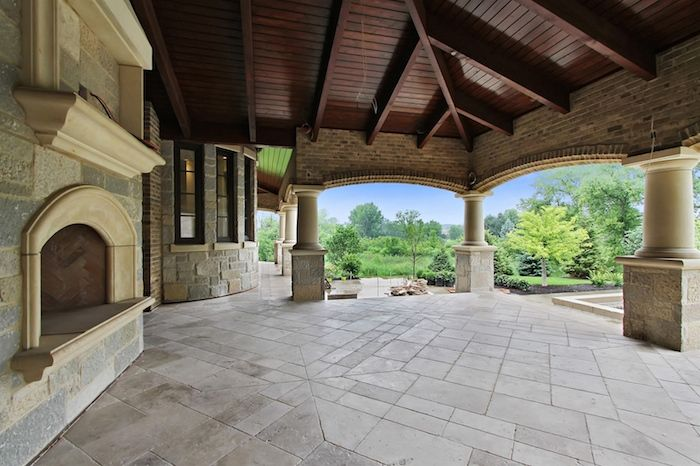 A spacious covered porch overlooks the 1 acre lot this home sits on. #vintage #luxury #home #house #architecture #design #dreamhome
