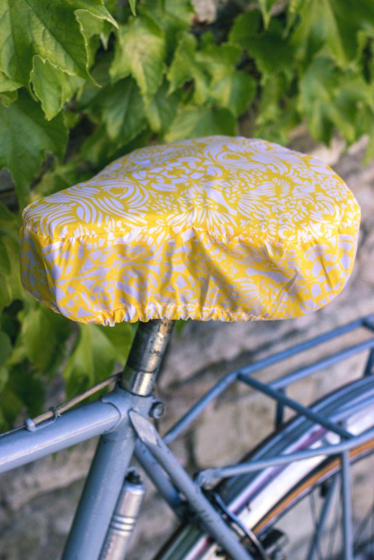 🔸 Couvre-selle imperméable 🔸 Waterproof saddle cover  🔸 #MoonRide #MoonRideSpirit #collection #SweetBoheme #sweet #boheme #lovely #woman #femme #backpack #bike #trendy #tendance #fashion #lifestyle #street #urban #summer #paris #vélo #bike #city #safety