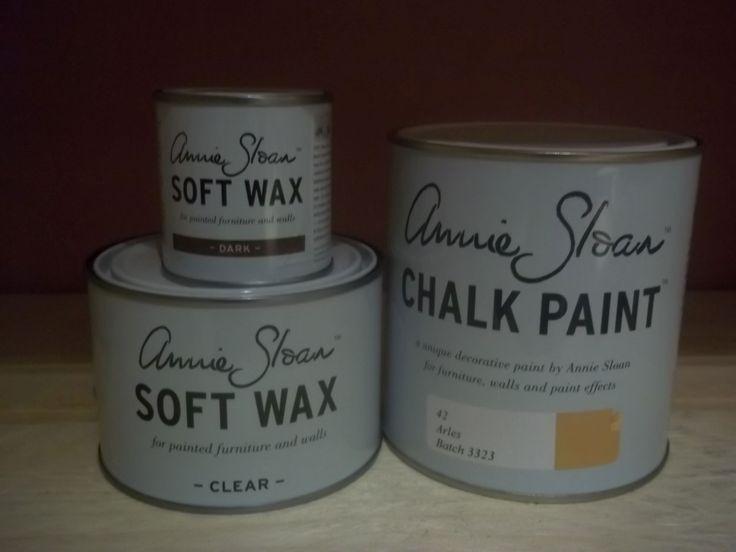 Annie Sloan pakket 1 arles bestaat uit één liter Arles één Clear (Soft) Wax 500 ml en ''eén Dark wax van 120 ml. Chalk Paint™ van Annie Sloan is de ideale verf, u hoeft niet te schuren, niet te gronden en u kunt met 1 liter Chalk Paint ™ van Annie Sloan ongeveer 12 vierkante meter verven. Dat maakt Chalk Paint ™ van Annie Sloan de goedkoopste en makkelijkste manier om uw meubels, trappen, vloeren, kasten, en nog zo veel meer mee op te knappen