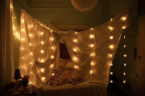 i adore this: Romantic Bedrooms, Bedrooms Lights, Stars Lights, Fairies Lights, Christmas Lights, Blankets Cont, Canopies Beds, Bohemian Bedrooms, Bedrooms Forts