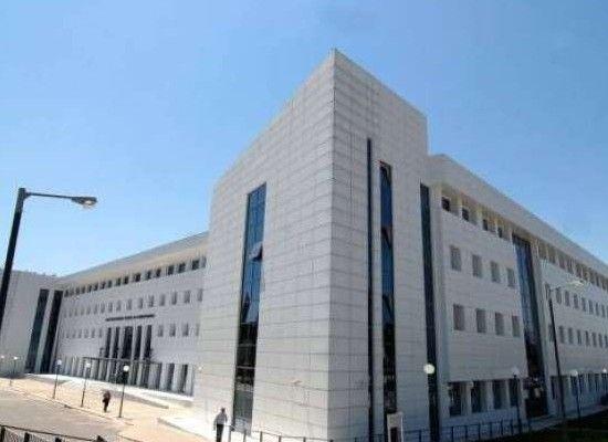 Δελτίο Τύπου του ΥΠ.Π.Ε.Θ. με αφορμή σχόλιο του βουλευτή κ. Μαυρωτά   Με αφορμή σχόλιο του βουλευτή του Ποταμιού κ. Μαυρωτά σχετικά μετο άρθρο 33 παρ. 7 του ν/σ του Υπουργείου Παιδείας  Έρευνας και Θρησκευμάτων στο οποίο ρυθμίζονται ζητήματα υπηρεσιακής κατάστασης προσωπικού αρμοδιότητας ΥΠ.Π.Ε.Θ. διευκρινίζεται ότι η διάταξη ρυθμίζει με πάγιο τρόπο άρα εξ ορισμού μη φωτογραφικό θέματα μετάταξης μόνιμων εκπαιδευτικών Αβάθμιας και Ββάθμιας εκπαίδευσης σε Α.Ε.Ι. Η διάταξη αφορά πολλούς…