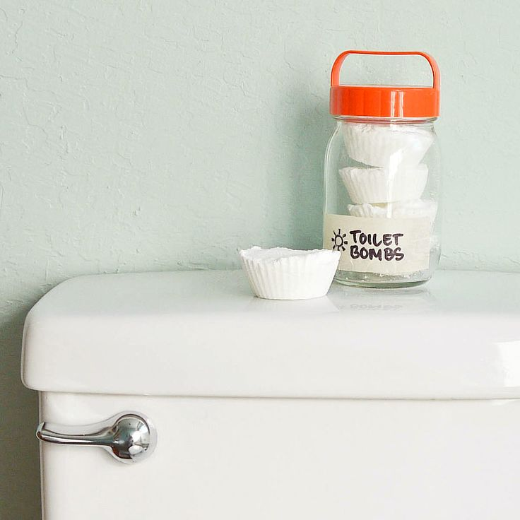 Unclog Your Commode With Eco-Friendly Toilet Bombs: When your commode isn't flushing the way it should, or (oh, horrid day) it's clogged, reach for these toilet bombs that are made from eco-friendly ingredients.: Sodas Cups, Epsom Salts, Muffins Tins, Baking Sodas, Toilets Bombs, Clogs Toilets, Eco Friends Toilets, Diy Toilets, Clean Products