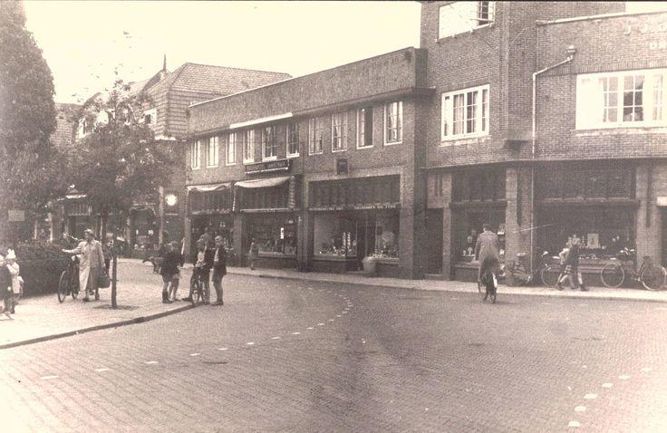 Bussum 1940 Hoek Spiegelstraat, Herenstraat.
