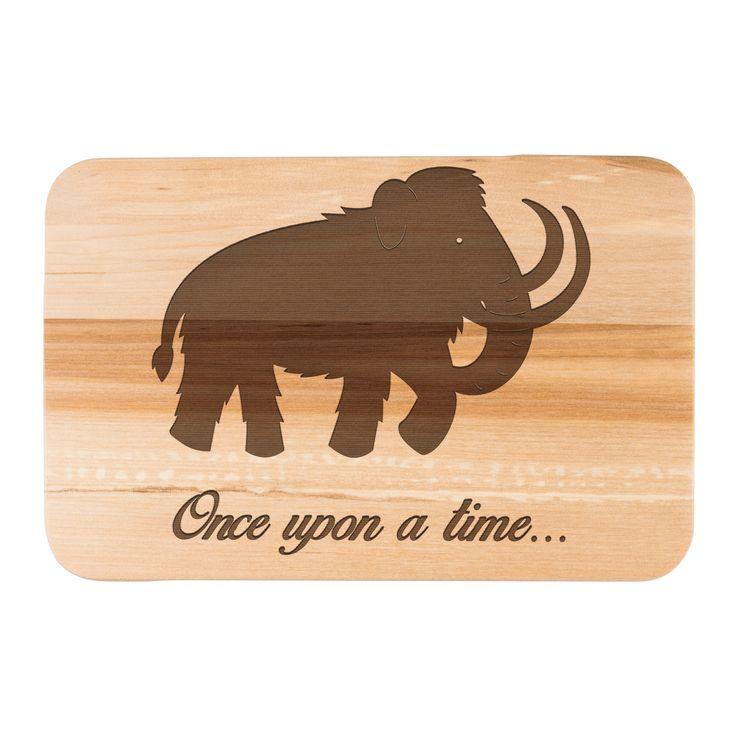 Früchstücksbrett Mammut aus Birkenholz  natur - Das Original von Mr. & Mrs. Panda.  Ein wunderschönes Holz Frühstücksbrett von Mr.&Mrs. Panda aus edler und naturbelassener Birke.    Über unser Motiv Mammut  Die ältesten Mammutfunde sind 4,5 Millionen Jahre alt. In der Steinzeit lebten die Mammuts in Herden. Sie waren viel größer als unsere heutigen Elefanten.    Verwendete Materialien  Das wunderschöne Birkenholz von Mr. & Mrs. Panda wird mit Naturöl von uns veredelet und damit…